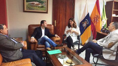 Puertos Canarios, Cabildo y Ayuntamiento planifican las mejoras del puerto de La Restinga