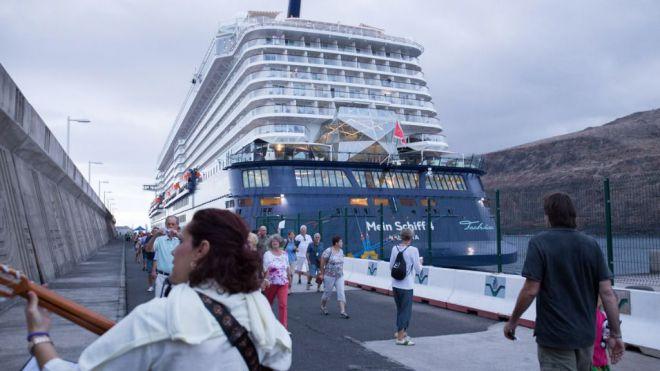 Es 'muy probable' terminar 2016 con el récord de 15 millones de turistas en Canarias