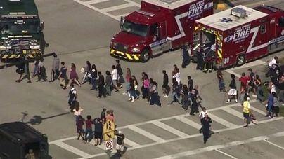 Al menos 17 muertos en un tiroteo en un instituto de Florida