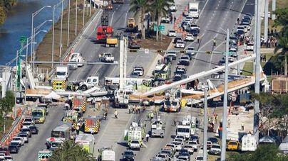 Al menos seis personas mueren tras derrumbarse un puente en Florida