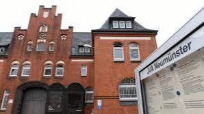 Puigdemont ingresa en la cárcel alemana de Neumünster a la espera de su declaración