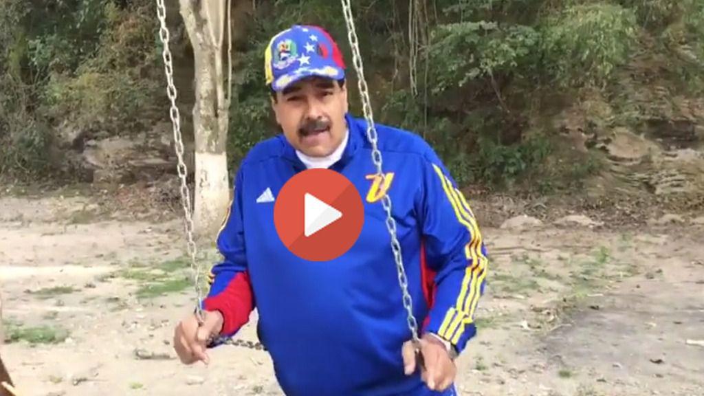 Nicolás Maduro felicita la Samana Santa subido en un columpio de un parque infantil