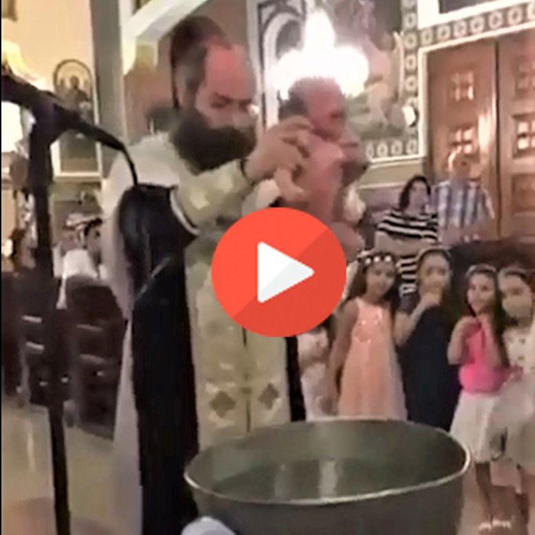 Así se quita el miedo al agua a los niños: bautizo-chapuzón (el capfico definitivo)