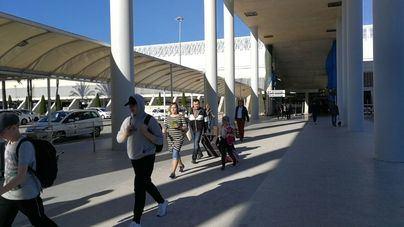 Iberia dice que 'la competencia' imposibilita una subida de los billetes tras el nuevo descuento