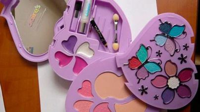 La OCU alerta de presencia de amianto en una marca de maquillaje infantil