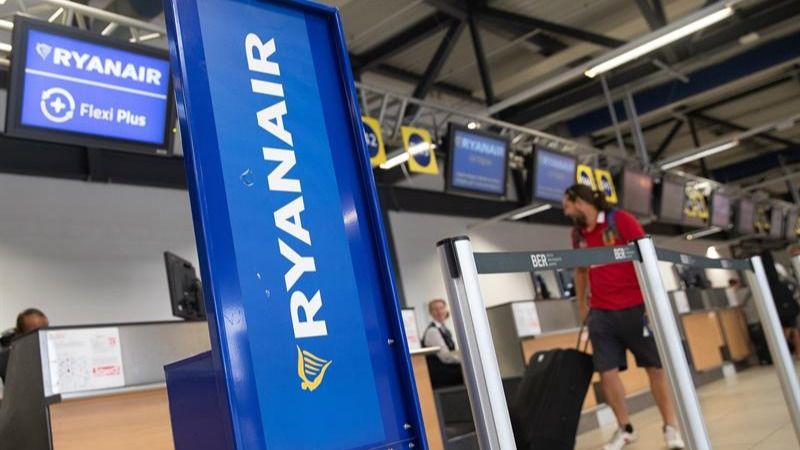 Los tripulantes de cabina Ryanair harán huelga el día 28 en cinco países, incluida España