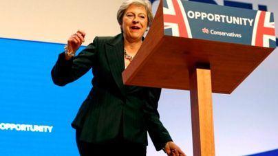 Theresa May y su robótico Dancing Queen