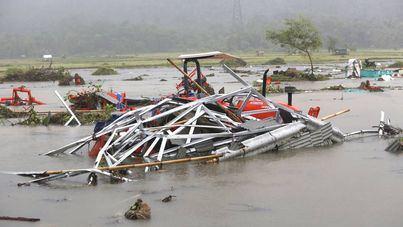 Los muertos por el tsunami de Indonesia superan ya los 400
