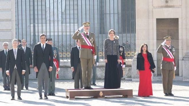 El Rey ensalza la bandera como símbolo de unidad