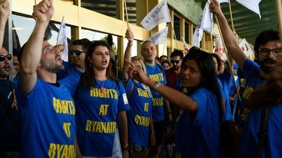 Sindicatos y Ryanair reanudan las negociaciones para evitar la huelga