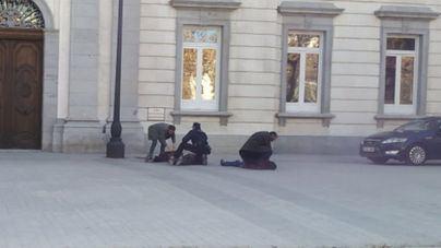 Tres detenidos de Arran por intentar pintar la fachada del Supremo