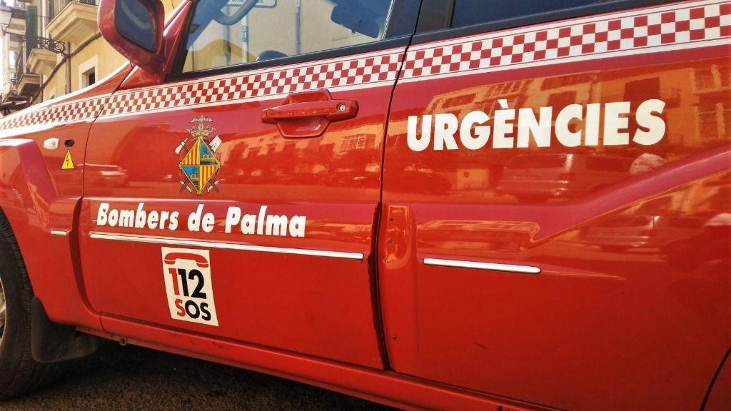 Arden cuatro contenedores la madrugada del domingo en la calle Dolfi de la Playa de Palma