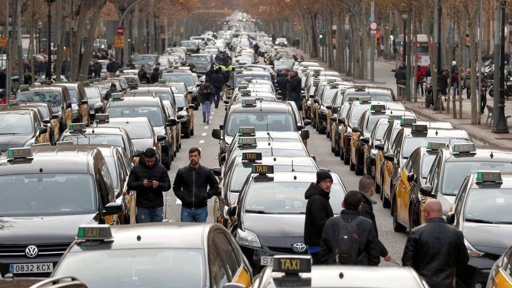 Huelga indefinida de taxistas en Barcelona y Madrid, a las puertas de Fitur