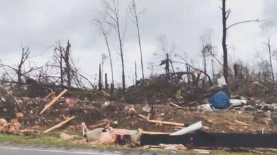 Un tornado deja 23 muertos en Alabama