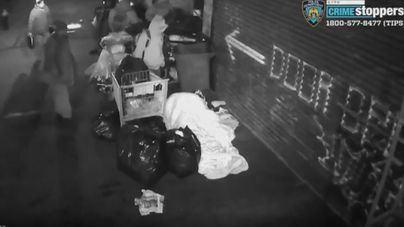 Violento ataque de un grupo de cinco personas a indigentes en Nueva York