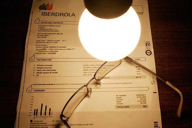 OCU denuncia que la luz ha subido un 32 por ciento en diez años