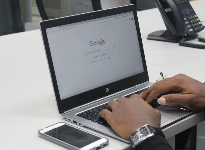 La Comisión Europea multa a Google con 1.490 millones