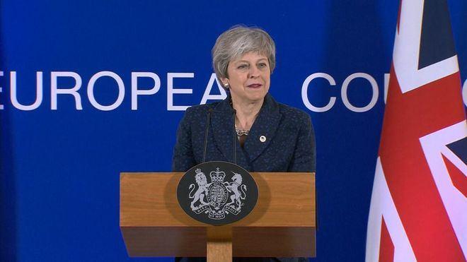 May vuelve al Reino Unido con el objetivo de convencer al Parlamento