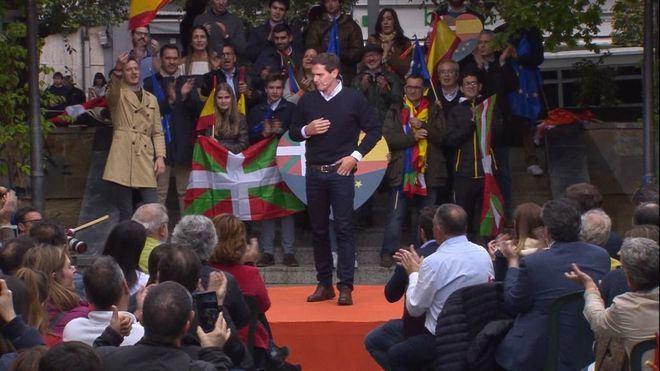 Rivera al ser abucheado: 'Euskadi no es vuestro, es de todos'