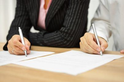 La mitad de los contratos indefinidos 'mueren' dos años después de su firma