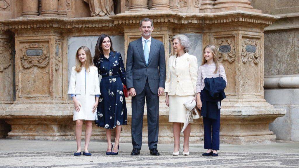 Los Reyes asisten a la misa de Pascua en la Seu