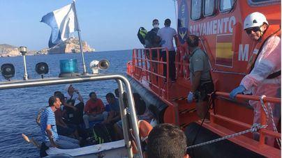 El número de inmigrantes que llegan en patera a España sube un 51 por cien en un año