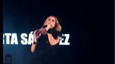 Una lluvia de huevos obliga a Marta Sánchez a suspender un concierto en Badalona