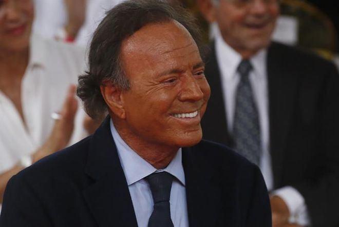 Un juez sentencia que un valenciano de 43 años es hijo del cantante Julio Iglesias