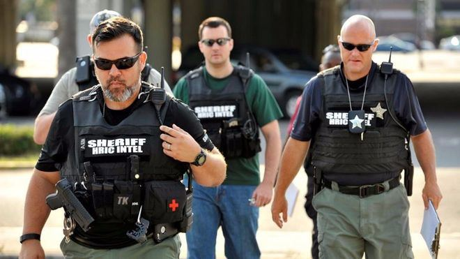 El ayudante del sheriff del condado de Los Ángeles fingió ser disparado por un francotirador