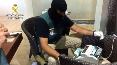 La Guardia Civil desarticula una organización que introducía 50.000 kilos de hachís al año