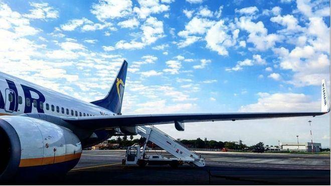 Ryanair afronta su cuarta jornada de huelga con el compromiso de no cancelar ningún vuelo