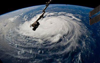 El avance del huracán 'Humberto' provoca un apagón en Bermudas y deja a miles de personas sin electricidad