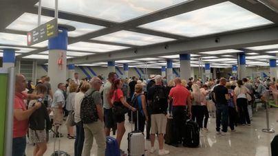 Fomento obligará a las aerolíneas a preguntar la condición de residente al final de la compra