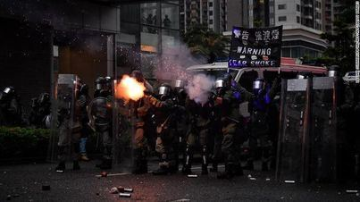 200 detenidos y 188 bombas de gasolina incautadas en una nueva protesta en Hong Kong