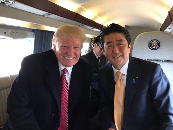El presidente de los Estados Unidos, Donald Trump, junto al primer ministro japonés, Shinzo Abe