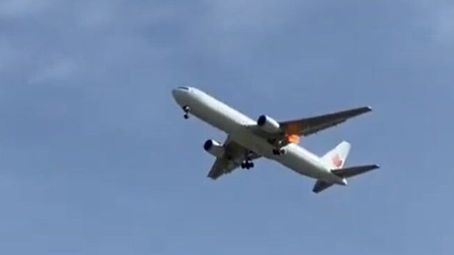 Un Boeing está tratando de aterrizar de emergencia en Barajas a causa de una avería