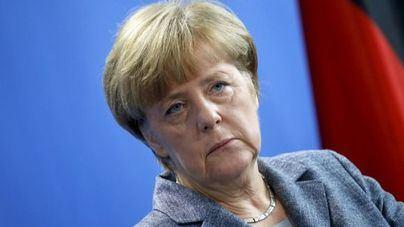 Merkel se queda sin recambio tras la renuncia de quien debía ser su heredera política