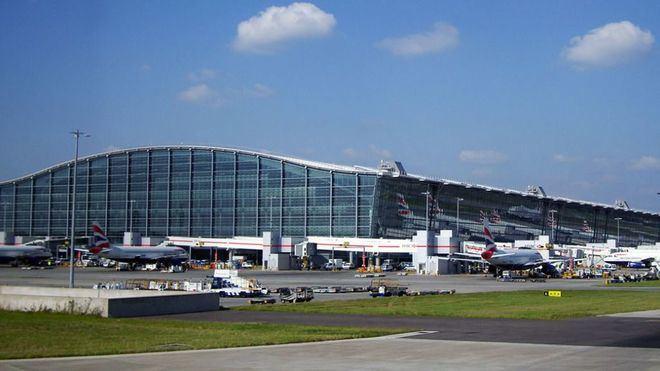 Ocho aviones retenidos en el aeropuerto de Heathrow por un posible coronavirus