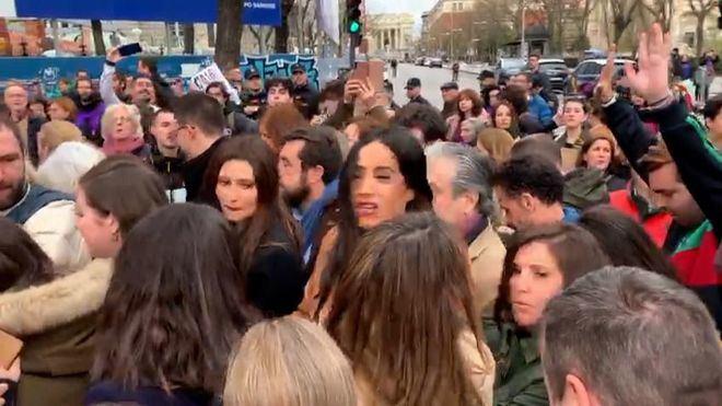 Villacís y Marta Rivera obligadas a abandonar las celebraciones del 8-M entre insultos y empujones