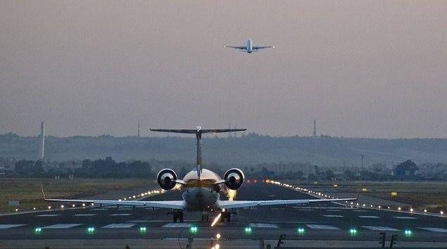 El Gobierno descarta 'de momento' cerrar el espacio aéreo