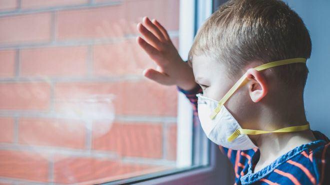Pediatras alertan de nuevos síntomas del coronavirus en niños