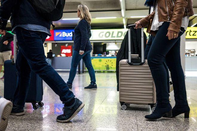 Ábalos, a favor de que las aerolíneas devuelvan los billetes cancelados con cupones canjeables