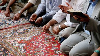 Las mezquitas abren en Malasia con un límite de 30 personas