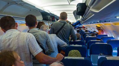 Un viajero da positivo de coronavirus en un vuelo de Madrid a Lanzarote