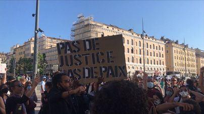 Francia se suma a la ola de protestas contra la violencia policial por motivos raciales