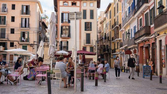 El turismo sumó en julio 100.000 afiliados pero se mantiene un 11 por ciento por debajo que en 2019