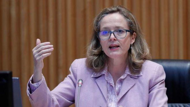 Calviño defiende centrar los ERTE en empresas necesitadas más que en sectores