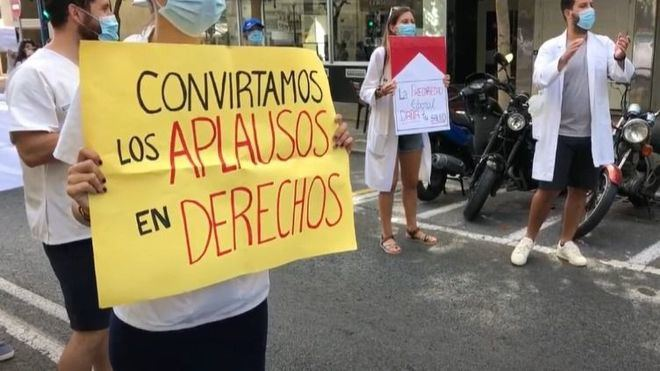 Los médicos en huelga por una ley 'que pone en riesgo la salud de los pacientes'