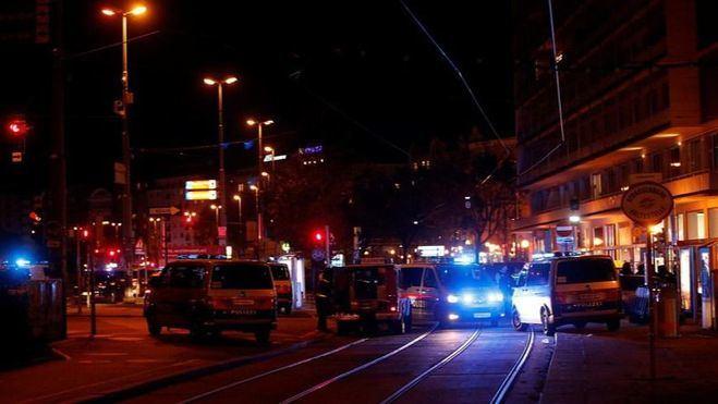Terror en Viena tras un ataque terrorista con ametralladoras que se salda con tres muertos