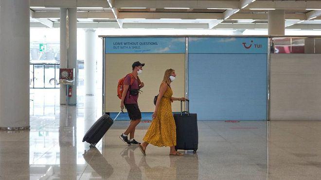 Los viajeros internacionales deben presentar desde hoy una PCR negativa en los aeropuertos